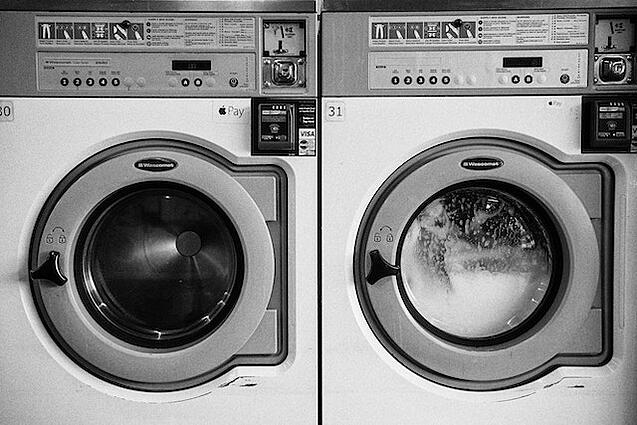 washing-machine-cleaning-clothes
