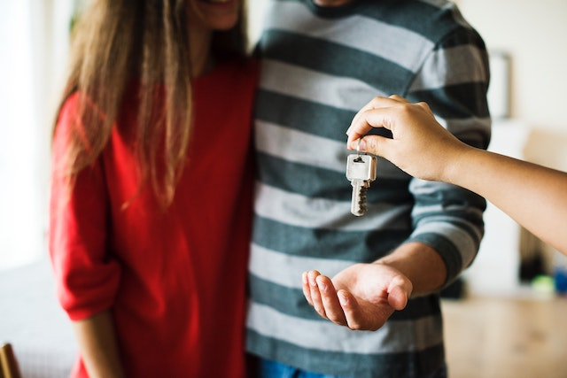 keys-couple-home