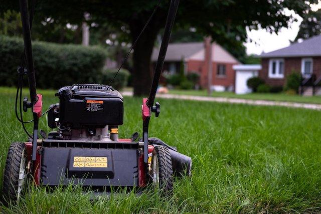 lawn-mower-grass-curb-appeal